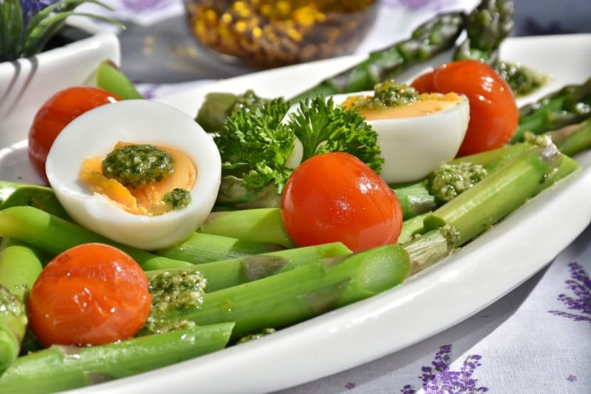 Asparagus and Tomato Salad with Boiled Egg and Pesto